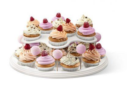 Butler mit Cupcakes